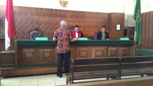 Pengadilan Warga Rusun Polisi a